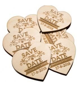 Ξύλινο προσκλητήριο γάμου σε σχήμα καρδιάς